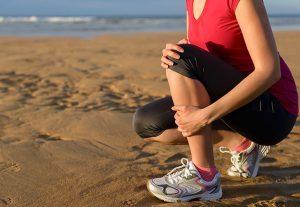 shin splints on runner on the beach